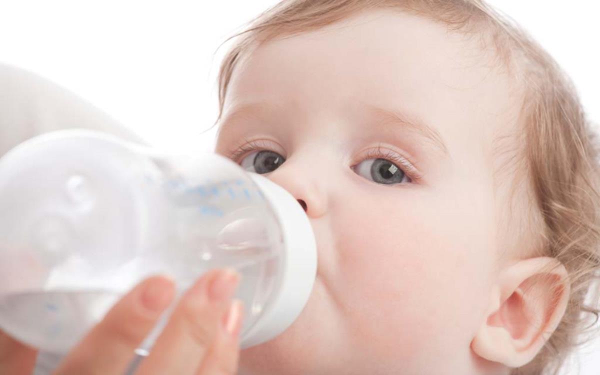 کم آبی بدن نوزاد