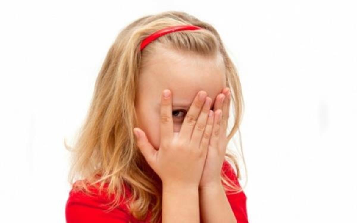 چگونه کودک خجالتی نداشته باشیم