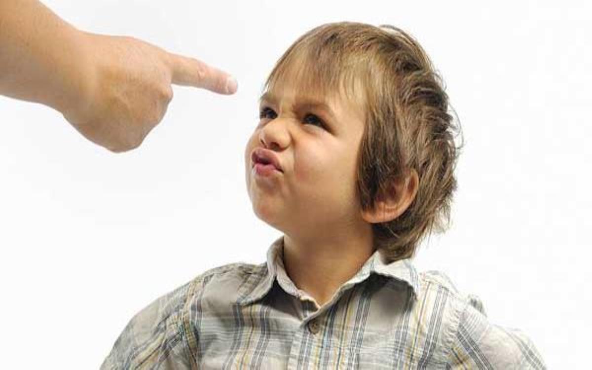 چگونه با کودکی که فحش میدهد رفتار کنیم؟