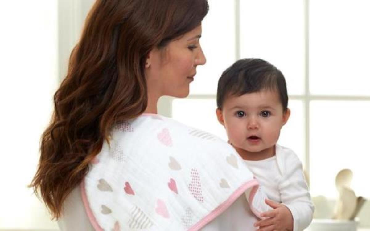 روش های کمک به آروغ زدن نوزاد