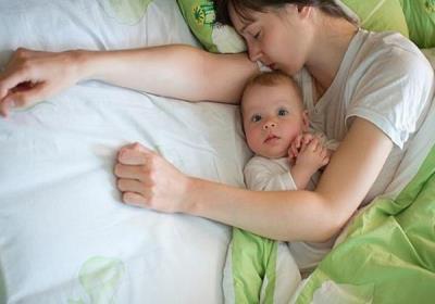 زمان در کنار والدین خوابیدن نوزادان