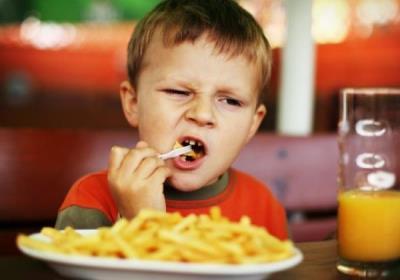 مضرات مصرف چیپس برای کودکان چیست؟