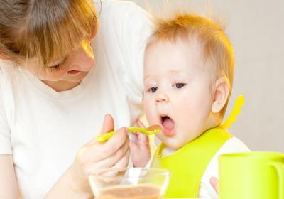 غذاهایی که کودکان زیر یک سال نباید بخورند