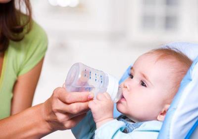 آب دادن به نوزاد خطرناک است