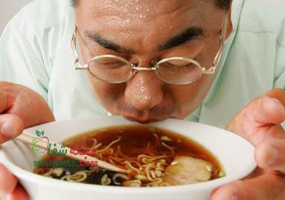 علت عرق كردن بعد از خوردن غذا