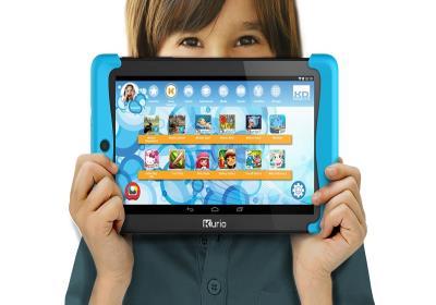 آیا برای کودک تبلت و موبایل بخریم