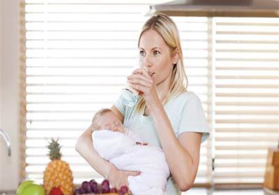 مقدار آب مورد نیاز زنان باردار و شیرده