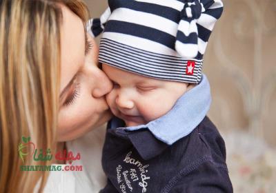 فواید بوسیدن کودک چیست