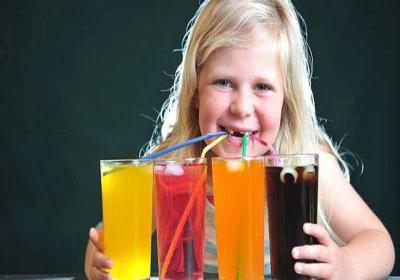 مضرات مصرف نوشابه برای کودکان
